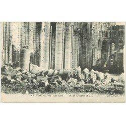 carte postale ancienne 02 SOISSONS. Cathédrale. Pilier renversé et Nef 1917