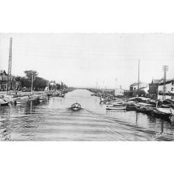 34 PALAVAS LES FLOTS. Barques de Pêcheurs vers le Canal et Etangs