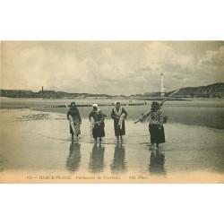 62 BERCK-PLAGE. Pêcheuses de Crevettes 1916