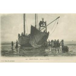 62 BERCK-PLAGE. Retour de Pêche en Bateau avec Pêcheurs