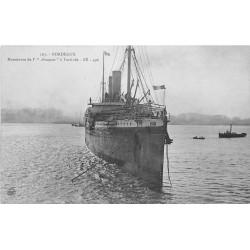 """33 BORDEAUX. Manoeuvre du navire """" AMAZONE """" à l'arrivée"""