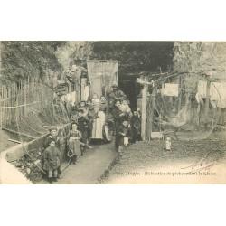 76 DIEPPE. Habitation de Pêcheur dans la Falaise 1904
