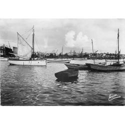50 GRANVILLE. Bateaux de Pêche dans l'Avant-Port 1952