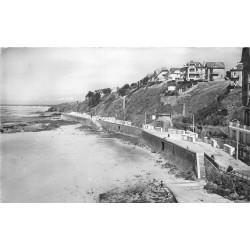 50 GRANVILLE. Photo cpsm la Plage et la Falaise 1959