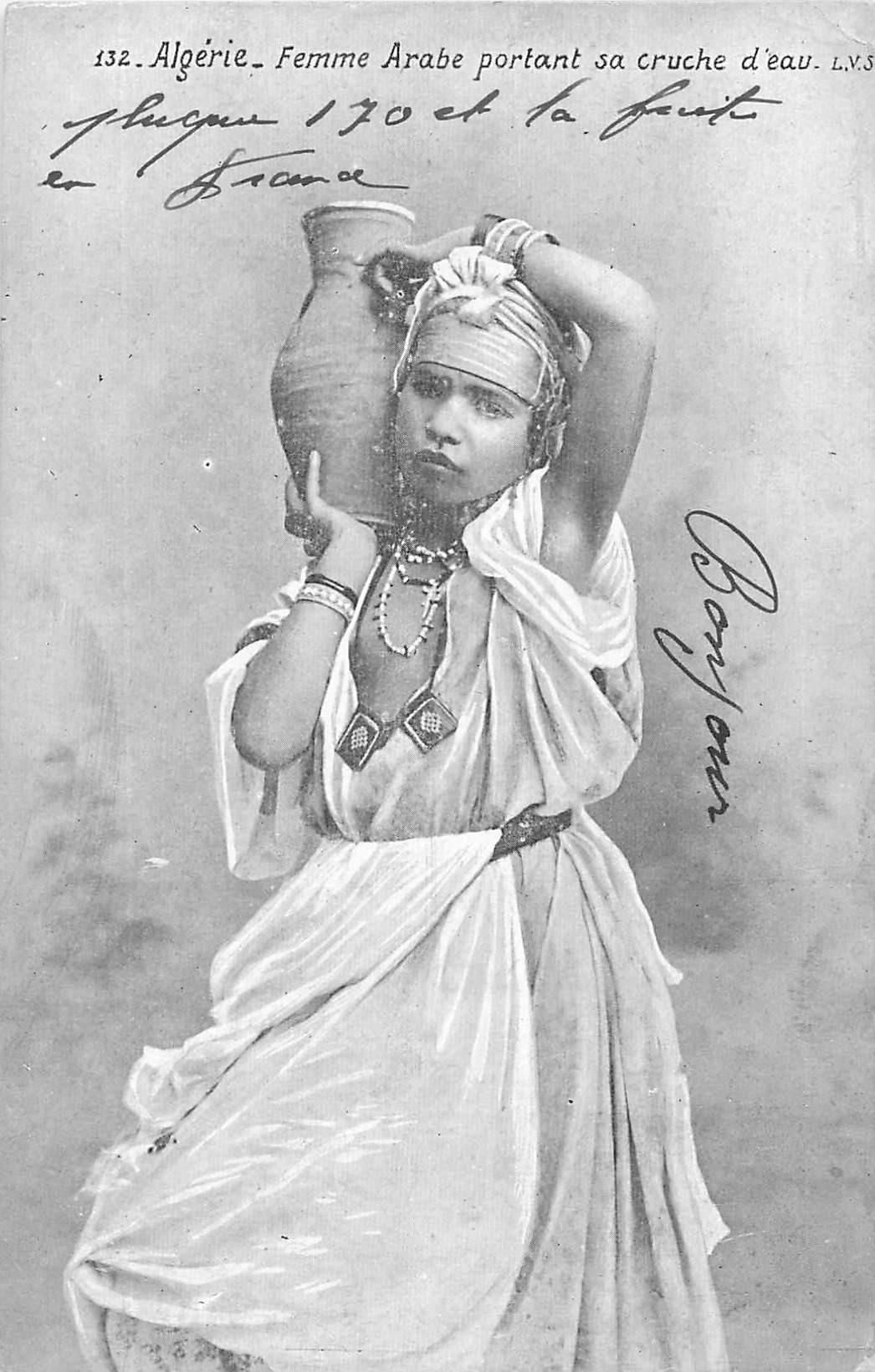 ALGERIE FEMMES. Arabe porteuse d'eau 1912