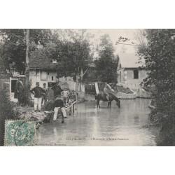 WW 10 CAMP DE MAILLY. Chevaux de Militaires s'abreuvant à l'Huitrelle Sainte-Suzanne