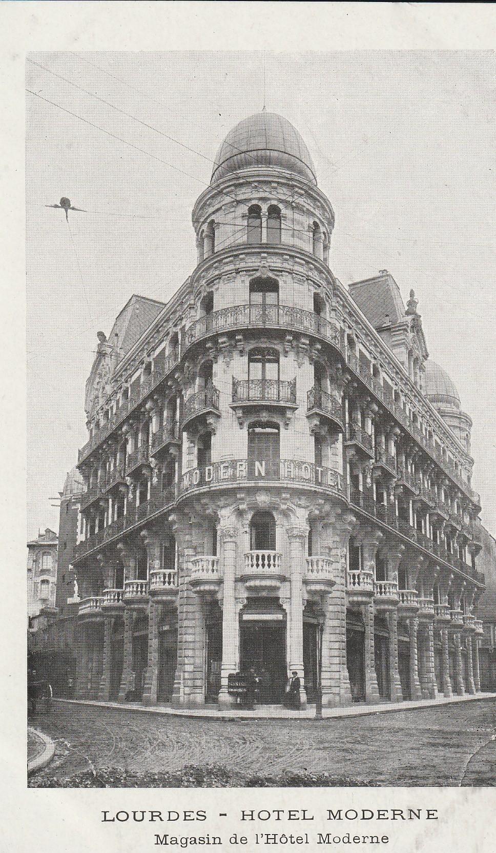 65 LOURDES. Magasin de l'Hôtel Moderne