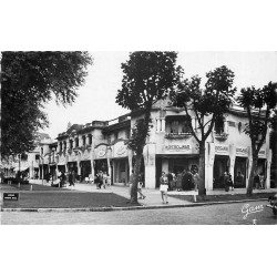62 LE TOUQUET PARIS PLAGE. Magasins Kostio de War Avenue du Verger 1952