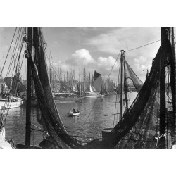 29 CONCARNEAU. Thoniers au Port 1957
