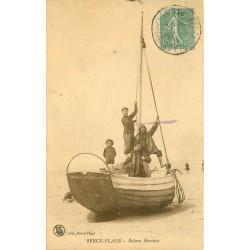 62 BERCK PLAGE. Pêcheurs sur un bateau Berckois