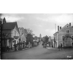 24 THIVIERS. Garage Pompe à essence rue du Général Lamy 1950