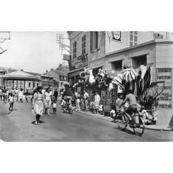 80 CAYEUX-SUR-MER. Rue Maréchal Foch et Place Courbet vers 1960