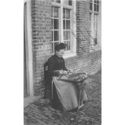 POPERINGHE POPERINGE. Une Dentellière 1914.
