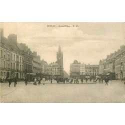 59 DOUAI. Grand'Place bien animée