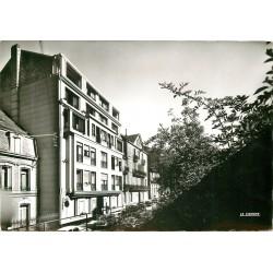 88 PLOMBIERES-LES-BAINS. Voiture Simca Versailles devant Hôtel Beauséjour