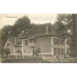 03 TOULON-SUR-ALLIER. Château de Bonnet avec femme sur le seuil 1931