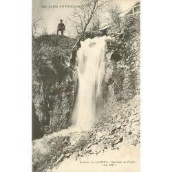 04 LAUZET. Personnage en haut de la Cascade du Moulin 1914