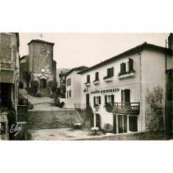 Photo Cpsm 64 BIRIATOU. Eglise et Auberge Hiribarren 1954