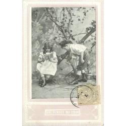ENFANTS. Une Pensée du coeur avec fillette lisant un livre 1907