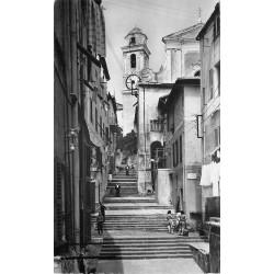 Photo Cpsm 06 VILLEFRANCHE-SUR-MER. Animation dans une vieille Rue