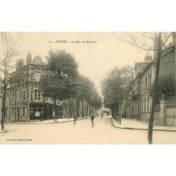 2 x Cpa 58 NEVERS. Coiffeur rue du Rempart et le Pont