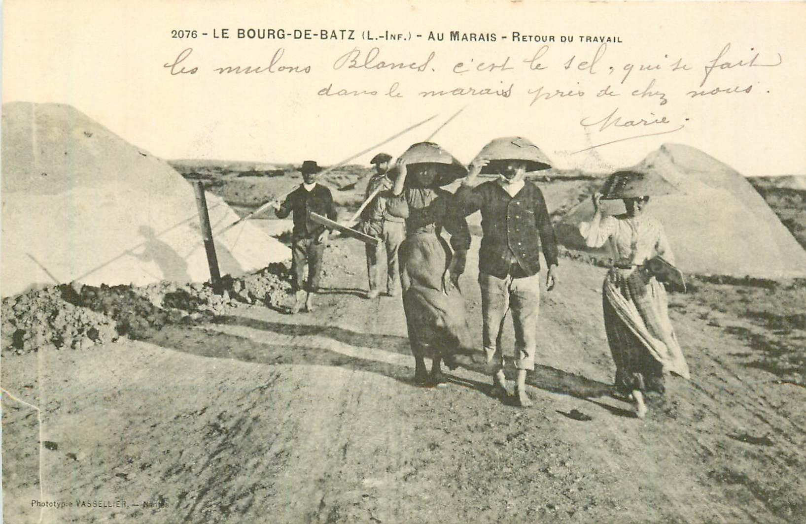 44 LE BOURG-DE-BATZ. Retour du travail au Marais salant