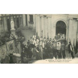 carte postale ancienne 14 LISIEUX. Jour de Procession entrée de la Châsse au Carmel