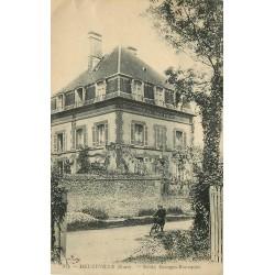 27 BEUZEVILLE. Jeune cycliste devant Ecole Georges Bourquin vers 1924