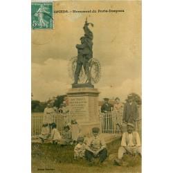 45 EPIEDS. Animation au pied du Monument Porte-Drapeau 1909
