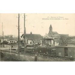 45 BRIARRES-SUR-ESSONNES. Locomotive train au passage à niveau à la Halte 1907