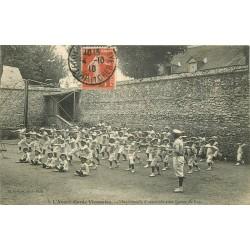 41 BLOIS. L'Avant-Garde Viennoise, mouvement d'ensemble avec Barres de bois 1910
