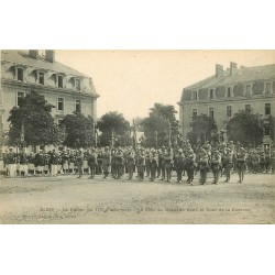 41 BLOIS. Salut au Drapeau dans la Cour Caserne du 113° Infanterie