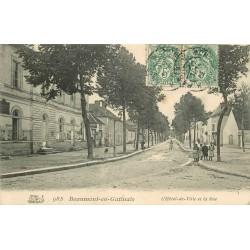 77 BEAUMONT-DU-GÂTINAIS. Hôtel de Ville sur rue 1907