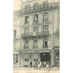 41 BLOIS. Hôtel du Château rue Porte Côté avec son personnel et Peintres aux étages