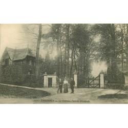 60 CHAMBLY. Châtelaine et Cycliste à l'Entrée du Château 1915