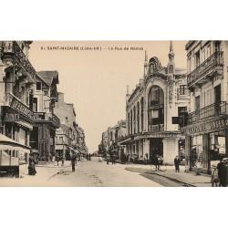 44 SAINT-NAZAIRE. Magasin Singer et Pharmacie rue de Nantes