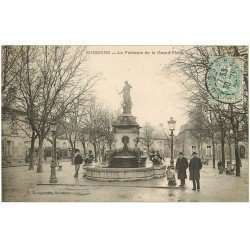 carte postale ancienne 02 SOISSONS. Fontaine de la Grand Place vers 1907