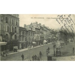 24 PERIGUEUX. Animation Place Bugeaud 1921