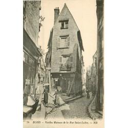 41 BLOIS. Elégantes avec ombrelles rue Saint-Lubin