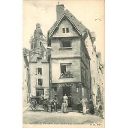 41 BLOIS. Débit de vin au Carrefour Saint-Michel vers 1900