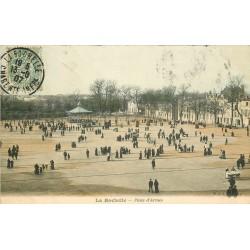 2 x cpa 17 LA ROCHELLE. Place d'Armes 1907 et les Quatre Sergents