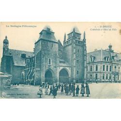 2 x cpa 22 SAINT-BRIEUC. Hôtel de Ville et Cathédrale