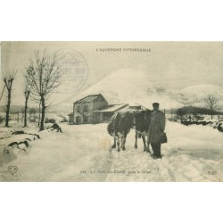 63 LE PUY DE DOME. Fermier et ses Vaches sous la neige 1910