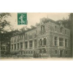 23 EVAUX-LES-BAINS. Femmes devant Etablissement Thermal 1908
