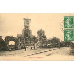 35 LA BOUSSAC. La Place animée 1911