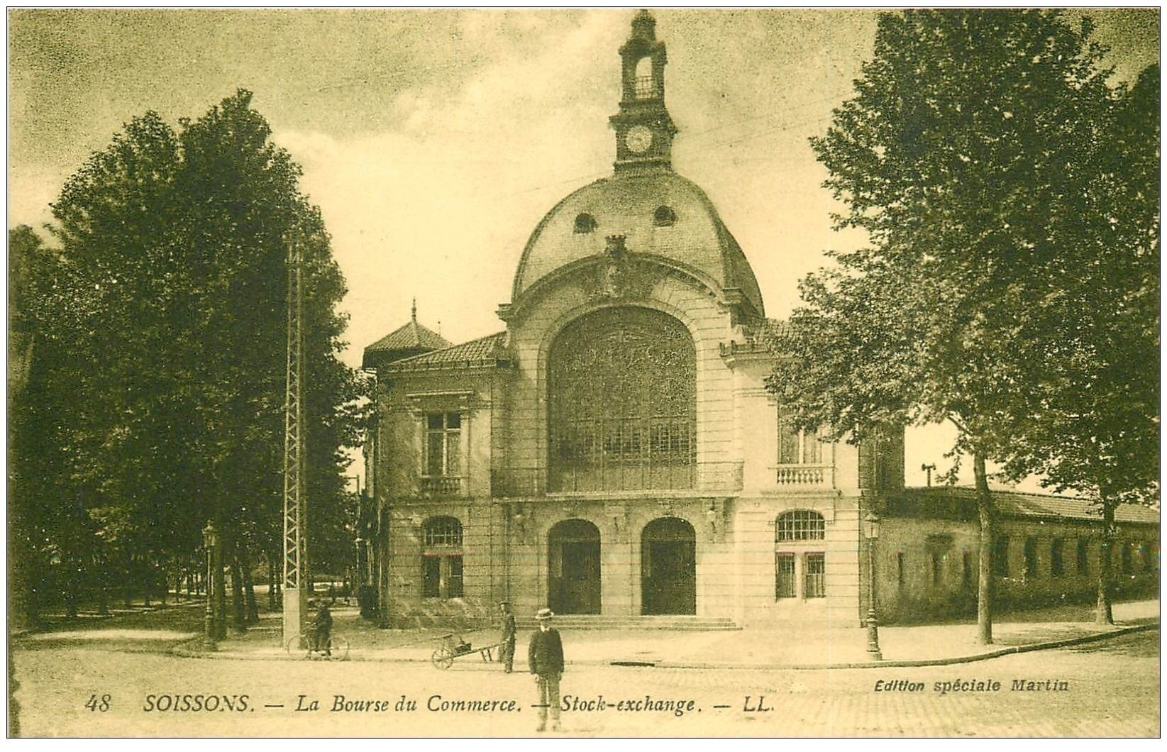 carte postale ancienne 02 SOISSONS. La Bourse du Commerce. Edition Martin