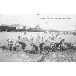 17 ROYAN. Constructions de sable à la Grande Conche 1909