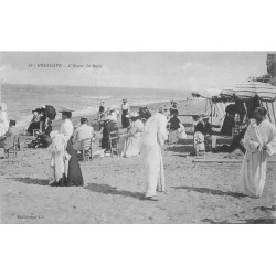 14 HOULGATE. Hommes en peignoirs à l'Heure du Bain 1911