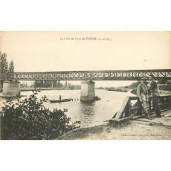41 THESEE. Animation et Pêcheur près du Pont sur le Cher