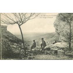 46 SAINT-CERE. Personnages admirant les Gorges d'Autoire